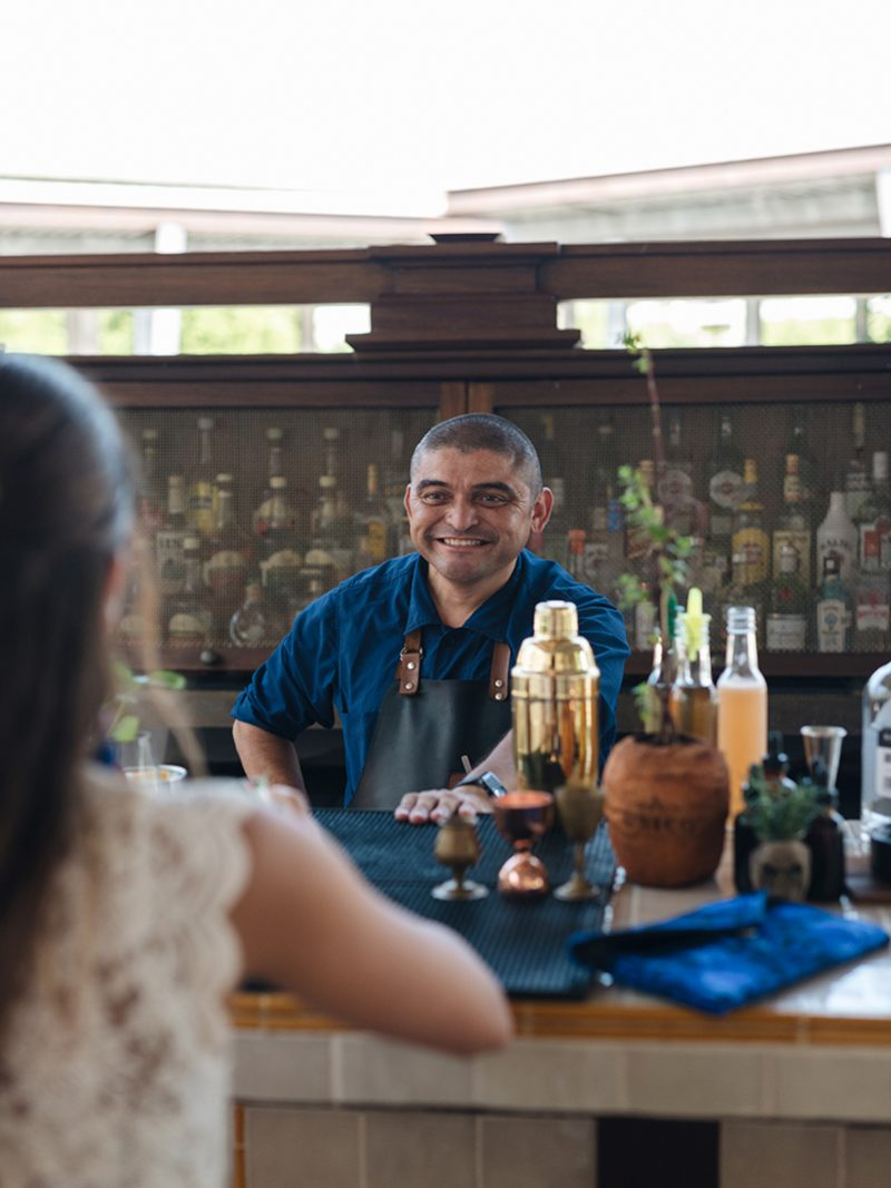 UNICO_bartender_1200