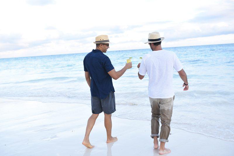 UNICO_beach cheers_1200